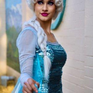 Elsa Frozen birthday party performer